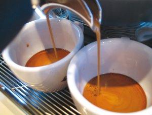 Ein Espresso mit der NuovaSimonelli Musica zubereitet