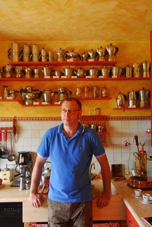 Lucio del Piccolo vor seinen Caffèttieren