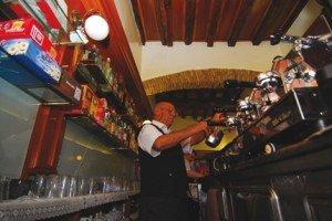 Und Enzo macht Espresso dazu