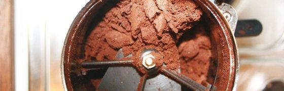 Kaffeemehl in einer Kaffeemuehle