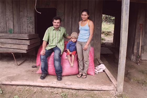 Ein-Kaffeebauer-und-seine-Familie